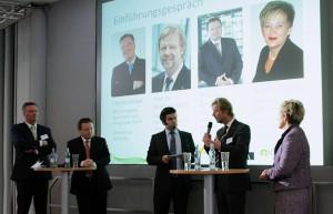 Präsident der OTH Regensburg, Prof. Dr. W. Baier erläutert die Zusammenarbeit der Hochschulen. Quelle: OTH Regensburg